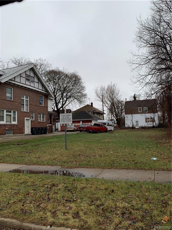233 W Pike Street, Pontiac, MI 48341 (#219033064) :: The Buckley Jolley Real Estate Team