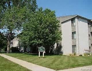 31993 W Twelve Mile Road #306, Farmington Hills, MI 48334 (#219033696) :: The Buckley Jolley Real Estate Team