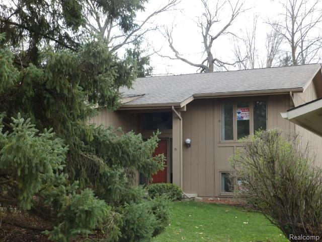 6627 Blue Spruce Court #86, West Bloomfield Twp, MI 48324 (#219036070) :: The Buckley Jolley Real Estate Team