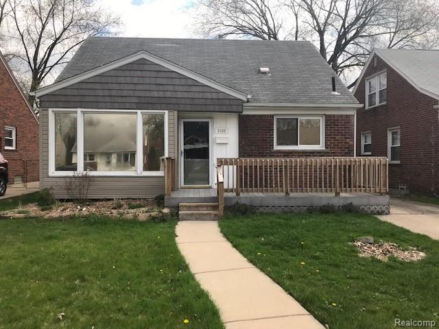 9360 Dixie, Redford Twp, MI 48239 (#219036595) :: The Mulvihill Group