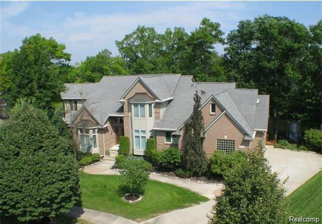 3184 Pine Tree Court, Waterford Twp, MI 48329 (#219040635) :: The Buckley Jolley Real Estate Team