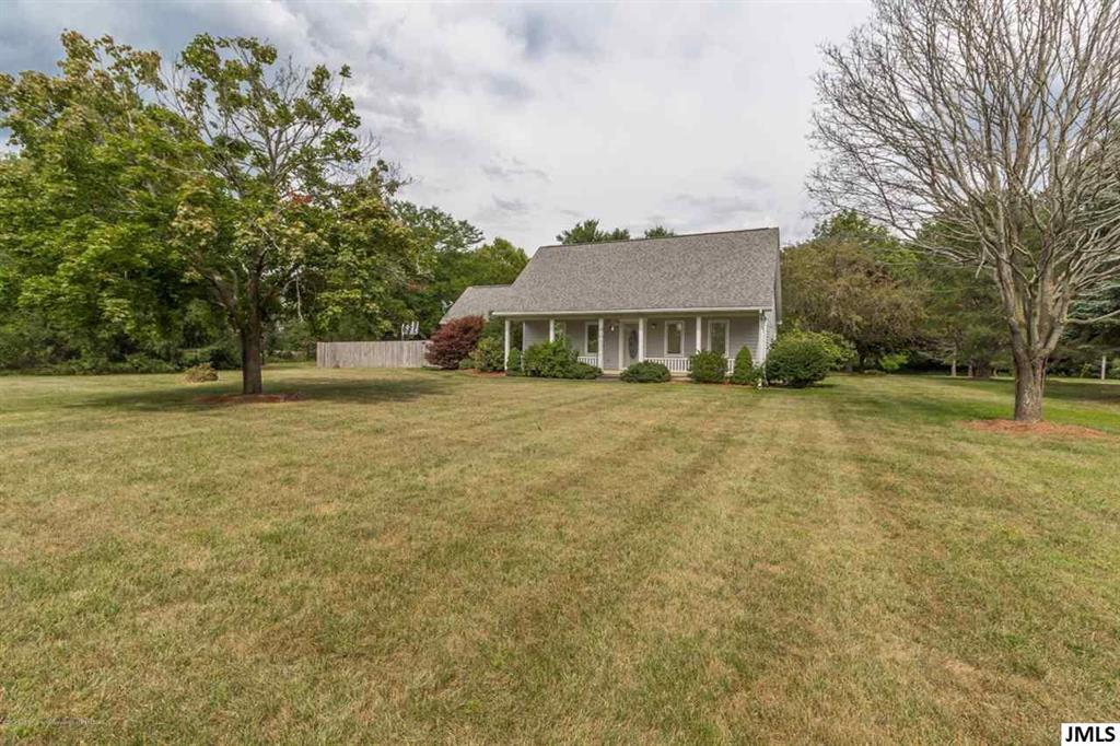 637 Ives Rd - Photo 1