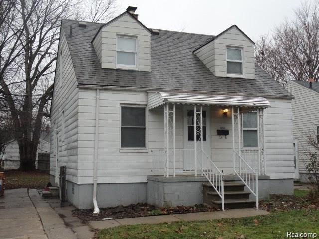 18760 Elkhart St, Harper Woods, MI 48225 (#219045138) :: The Buckley Jolley Real Estate Team