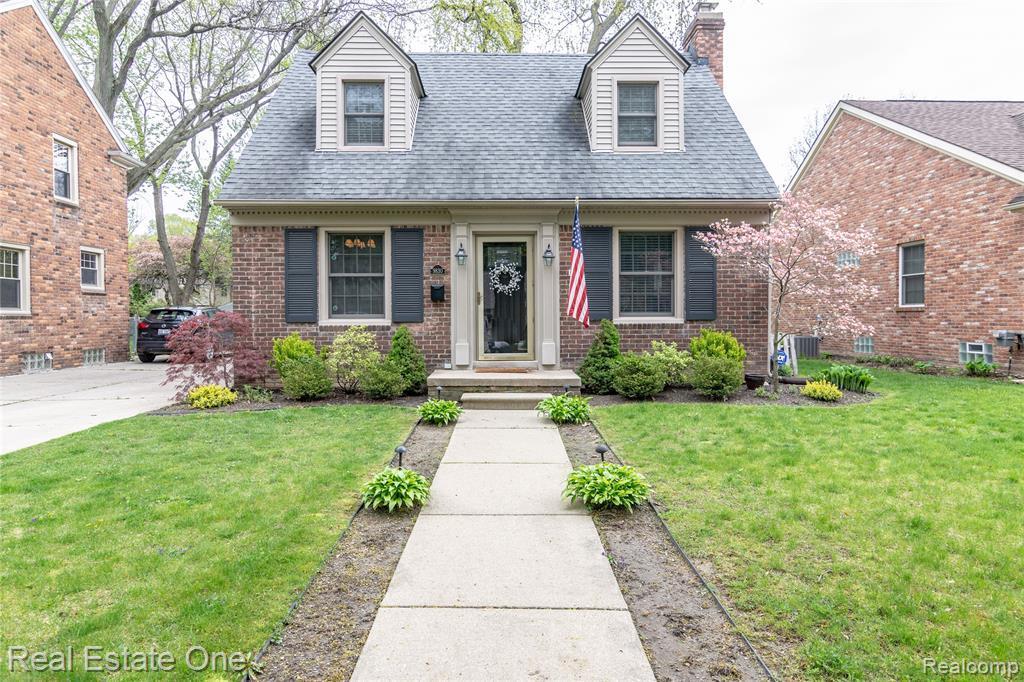 9830 Berwick Street, Livonia, MI 48150 (#219045402) :: Springview Realty