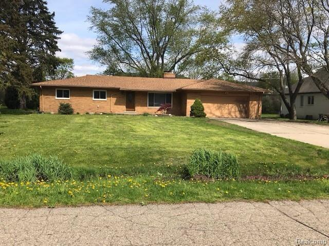 7411 Finnegan Drive, West Bloomfield Twp, MI 48322 (#219046400) :: The Alex Nugent Team   Real Estate One
