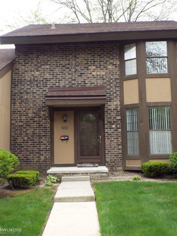 25034 Oakbrooke, Southfield, MI 48033 (MLS #58031381276) :: The Toth Team