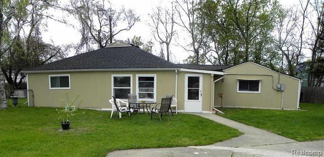 3949 Dallas, Warren, MI 48091 (#219051474) :: The Buckley Jolley Real Estate Team