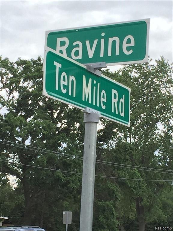 0000 Ravine, Southfield, MI 48033 (#219052096) :: The Alex Nugent Team | Real Estate One