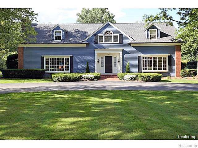 740 Lone Pine Road, Bloomfield Hills, MI 48304 (#219052910) :: RE/MAX Classic