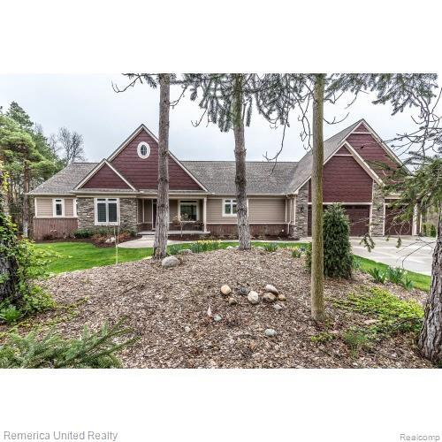 2027 W Commerce Road, Milford Twp, MI 48380 (#219054164) :: The Alex Nugent Team | Real Estate One