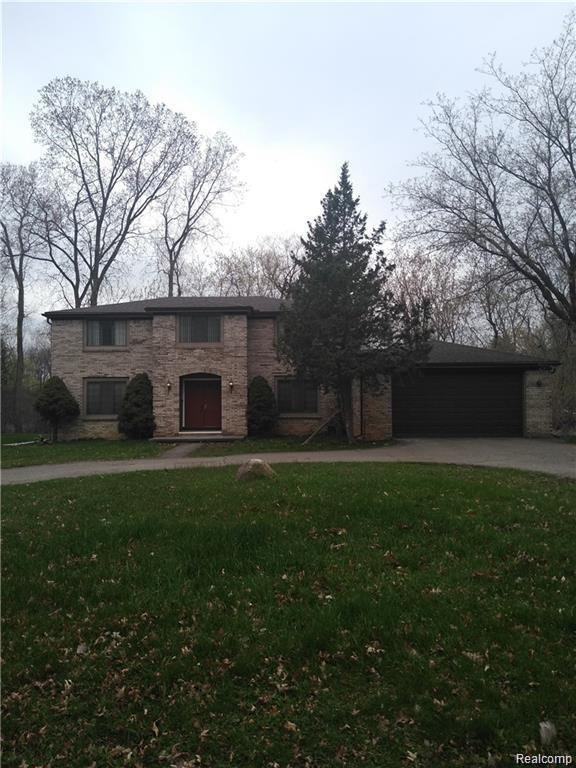 2430 Hiller Road, West Bloomfield Twp, MI 48324 (#219056465) :: Alan Brown Group