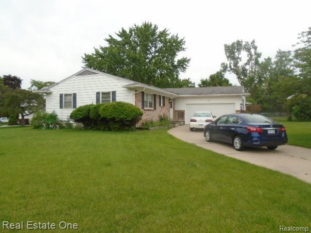 2206 Holiday Lane, Delta Twp, MI 48917 (#219057045) :: The Mulvihill Group