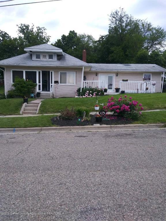 908 Middle Street, Lansing, MI 48915 (#630000237681) :: The Mulvihill Group