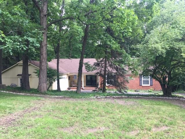 8356 Fawn Valley Drive, Independence Twp, MI 48348 (#219057935) :: The Mulvihill Group