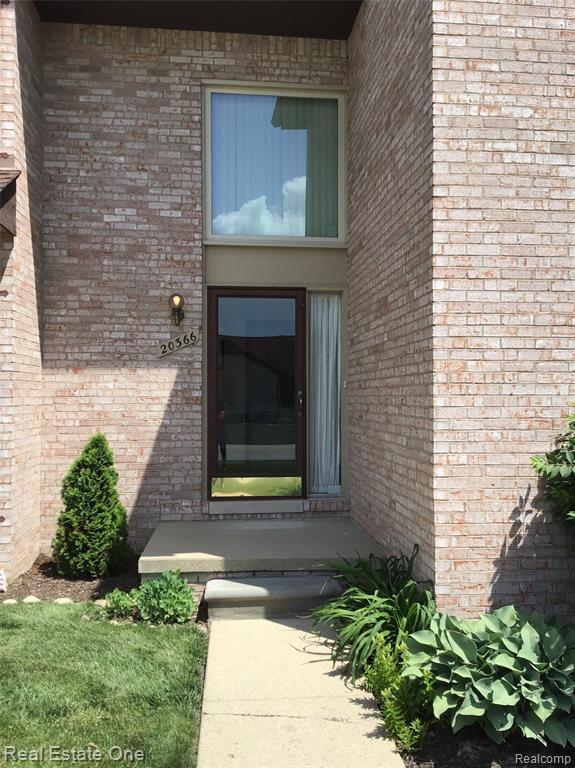 20366 Villa Grande Circle, Clinton Twp, MI 48038 (#219058286) :: The Alex Nugent Team | Real Estate One