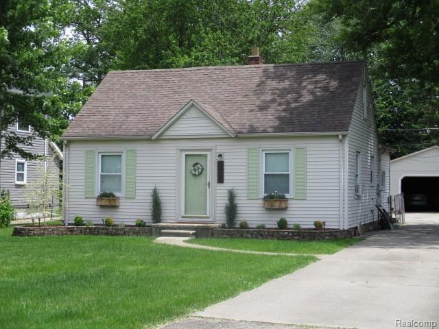 9056 Hartel Street, Livonia, MI 48150 (#219059581) :: Duneske Real Estate Advisors