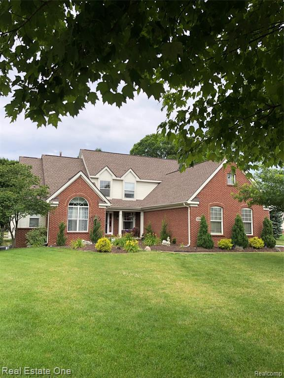 3564 Buell Court, Commerce Twp, MI 48382 (#219069467) :: Springview Realty