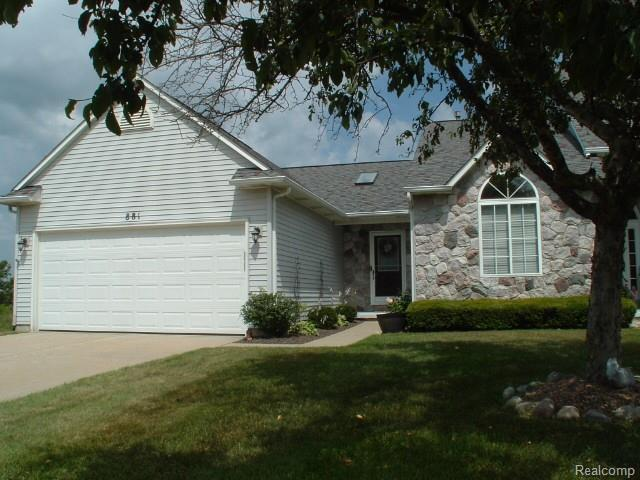 881 Challenging Trail, South Lyon, MI 48178 (#219069972) :: Springview Realty