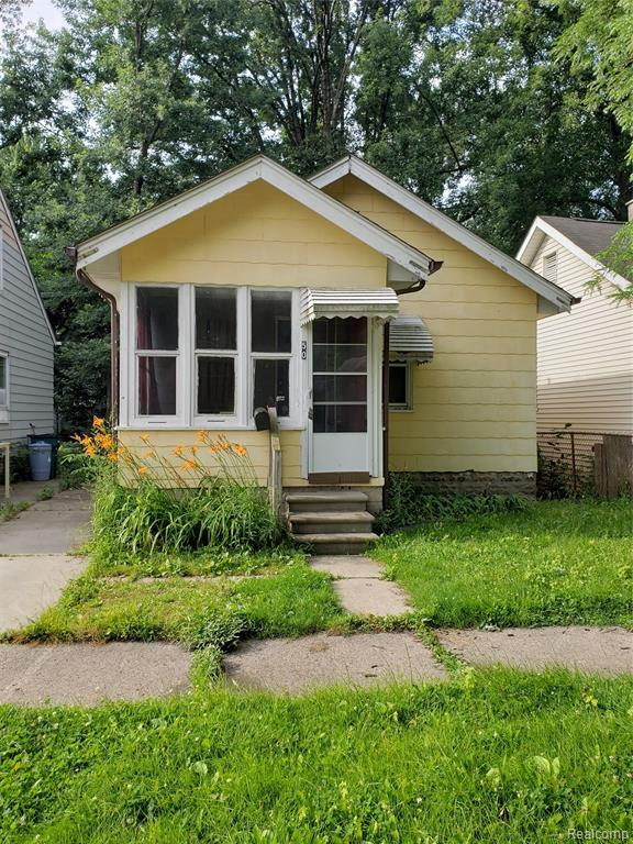 50 E Hayes Avenue, Hazel Park, MI 48030 (MLS #219071937) :: The Toth Team