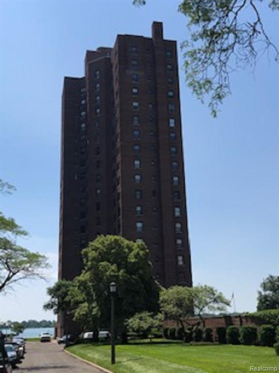 8162 E Jefferson Mezz B, Detroit, MI 48214 (#219072772) :: The Buckley Jolley Real Estate Team