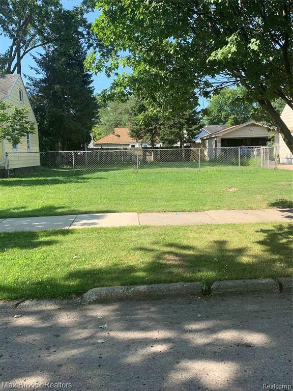 19748 Elkhart Street, Harper Woods, MI 48225 (#219078439) :: The Buckley Jolley Real Estate Team