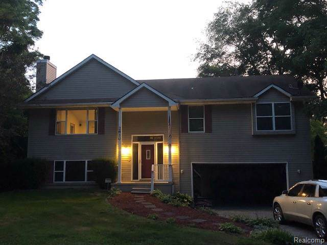 2610 Greenlawn Avenue, Commerce Twp, MI 48382 (#219082952) :: Alan Brown Group