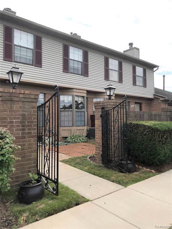 31176 Country Bluff, Farmington Hills, MI 48331 (#219083774) :: The Buckley Jolley Real Estate Team