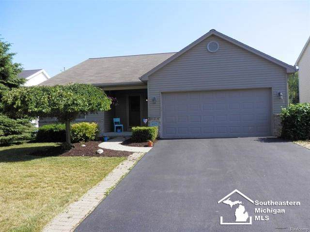 407 Oak Creek, Bedford Twp, MI 48182 (#57031391350) :: The Mulvihill Group