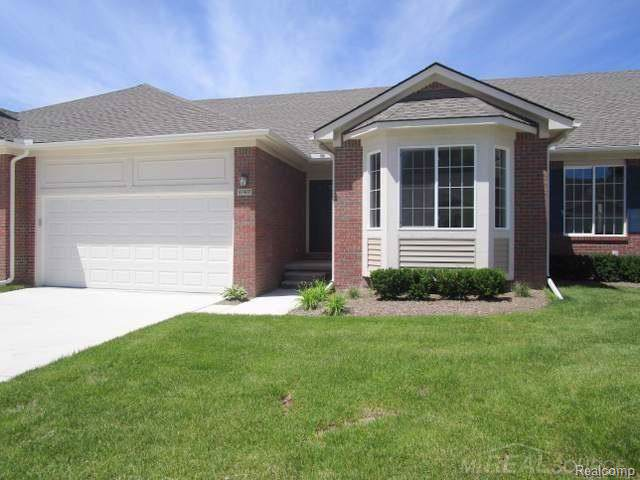 47407 Mariners Point, Chesterfield Twp, MI 48051 (#219085095) :: The Mulvihill Group