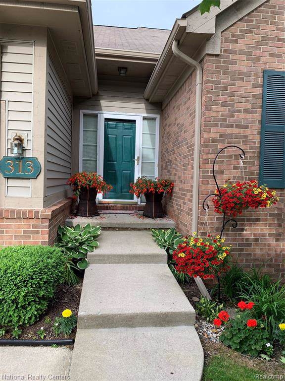 313 Winslow Circle, Commerce Twp, MI 48390 (#219086245) :: The Buckley Jolley Real Estate Team