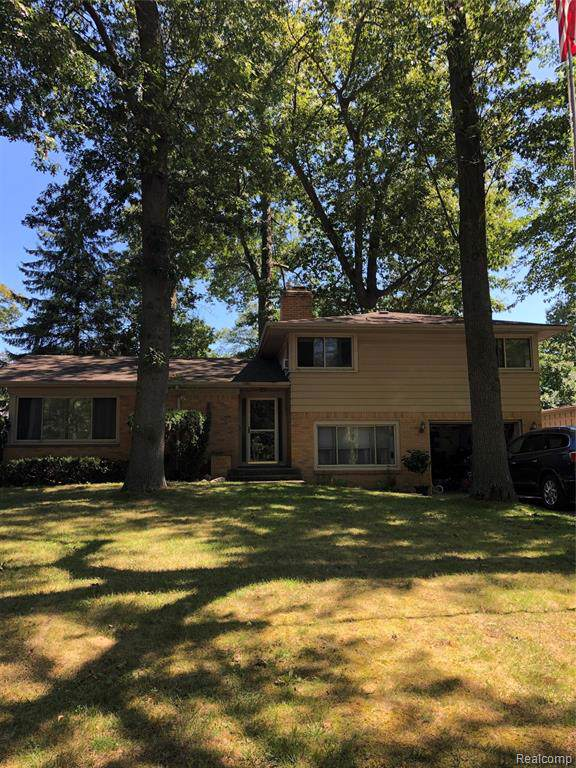 2920 Riverside Drive, Port Huron, MI 48060 (#219086702) :: The Buckley Jolley Real Estate Team