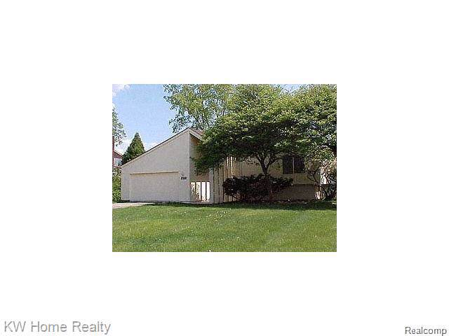 5155 Bantry, West Bloomfield Twp, MI 48322 (#219087037) :: RE/MAX Nexus
