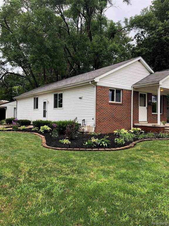 4972 S Gulley Road, Dearborn Heights, MI 48125 (#219087307) :: The Alex Nugent Team   Real Estate One