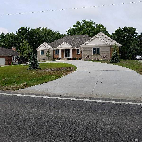 3680 Green Lake Road, West Bloomfield Twp, MI 48324 (#219090338) :: Team Sanford