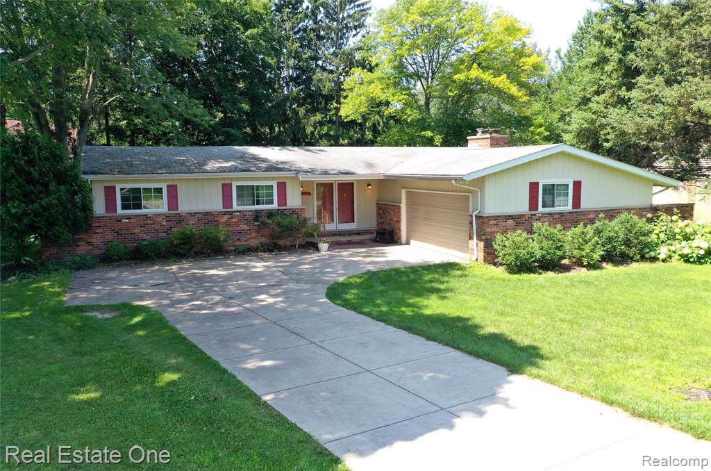 23935 Lynwood Drive - Photo 1