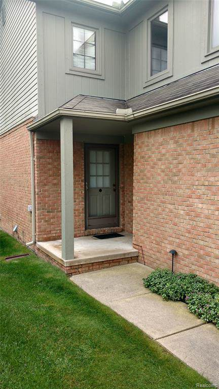 4916 Royal Cove Drive #12, Shelby Twp, MI 48316 (#219094035) :: The Alex Nugent Team | Real Estate One