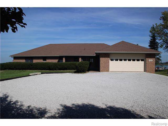 5472 Middle Channel Drive, Clay Twp, MI 48028 (MLS #219094632) :: The Toth Team