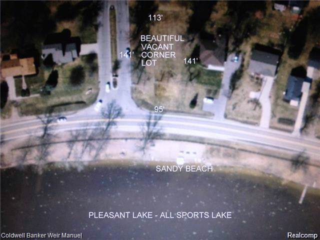 000 Elizabeth Lake Rd, Waterford Twp, MI 48329 (MLS #219095003) :: The Toth Team