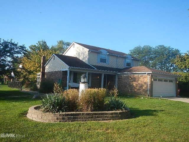 18024 Riverhill, Macomb Twp, MI 48044 (#58031394411) :: The Alex Nugent Team | Real Estate One