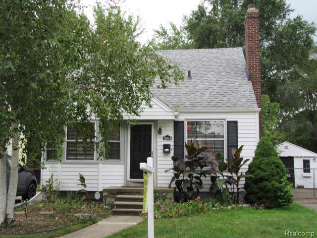 19984 Roscommon St, Harper Woods, MI 48225 (#219095746) :: The Buckley Jolley Real Estate Team