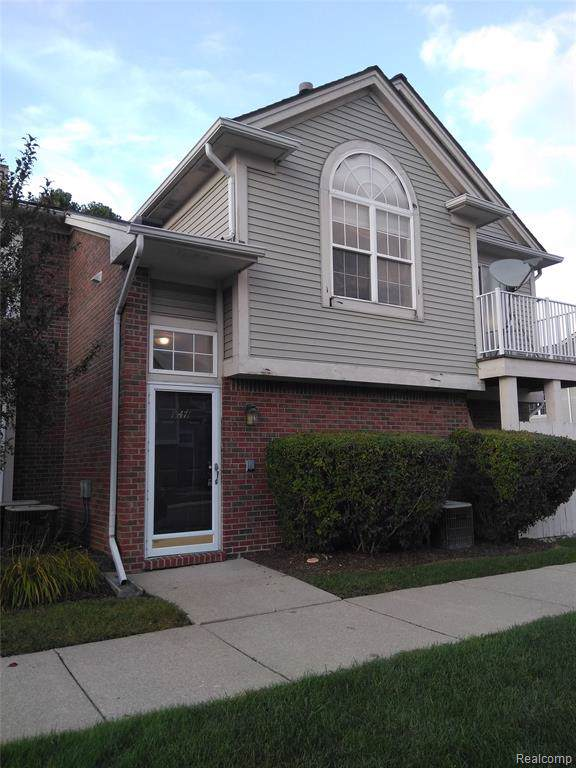 15471 Claremont Drive N, Clinton Twp, MI 48038 (MLS #219096242) :: The John Wentworth Group