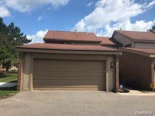 5266 Wright Way E, West Bloomfield Twp, MI 48322 (MLS #219096703) :: The Toth Team