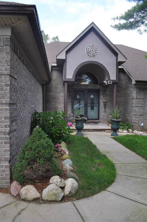 10011 Fernbrooke Drive, Green Oak Twp, MI 48116 (#543268916) :: The Buckley Jolley Real Estate Team