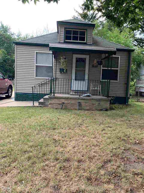 5975 Radnor, Detroit, MI 48224 (#58031395074) :: The Mulvihill Group