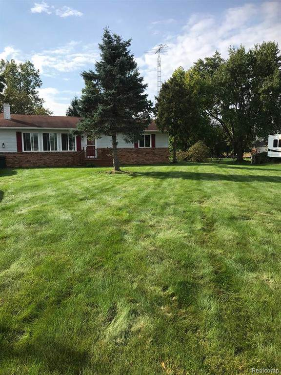 11270 E Coldwater Road, Richfield Twp, MI 48423 (#219101301) :: The Mulvihill Group