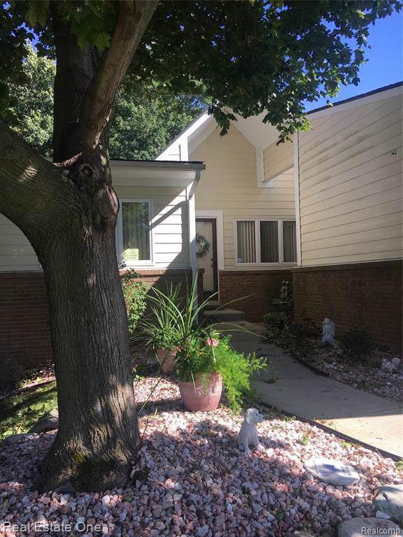 35012 Meadow Lane, Farmington Hills, MI 48335 (#219102915) :: The Buckley Jolley Real Estate Team