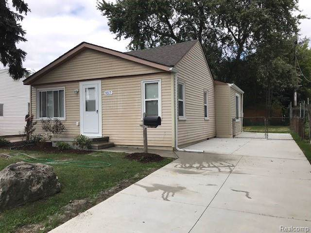 957 E Guthrie Avenue, Madison Heights, MI 48071 (#219103816) :: Alan Brown Group