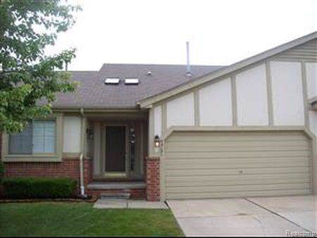 42131 Creekside Drive, Clinton Twp, MI 48038 (#219105117) :: The Mulvihill Group
