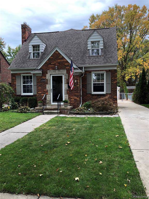 1341 Roslyn Road, Grosse Pointe Woods, MI 48236 (#219105373) :: The Mulvihill Group