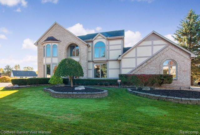 36949 Dunstable Court, Farmington Hills, MI 48335 (#219107546) :: BestMichiganHouses.com